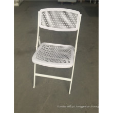 Pop. Cadeiras dobráveis plásticas de cor branca