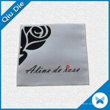 Цветочный логотип Сложенная тканая этикетка для одежды Торговая марка