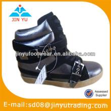 Zapatos ocultos de las botas de la plataforma de las mujeres
