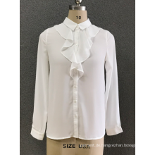 das weiße Chiffonhemd der Frauen