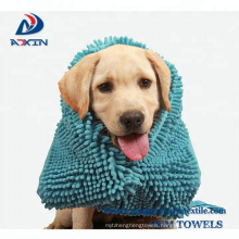 China Professional Chenille pet towel with pocket for dog cats drying and washing