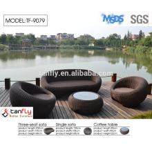 moderno redondeada rota al aire libre alrededor de sofá con el pabellón