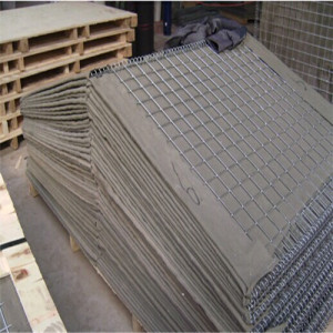 Flood control hesco barrier