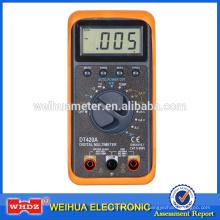El multímetro de rango automático DT420A con abrazadera mide una gran corriente