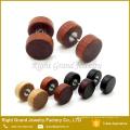 Enchufe falso de la joyería del cuerpo de madera orgánico marrón, marrón, natural