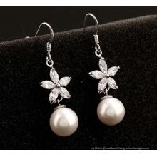Boucles d'oreilles en argent avec zircons cubiques et diamants