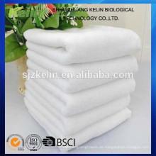 weißes Tuch des Baumwollschönheitssalons