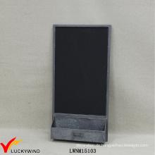 Rustikale Metall-Tafel mit Halter