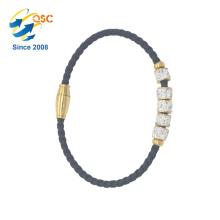 Conception simple de bracelet gravé avec bracelet plaqué or en acier inoxydable