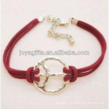 Модный кожаный браслет с символикой сплава мира