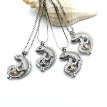 Venta al por mayor Lizard Charms Cage Necklace