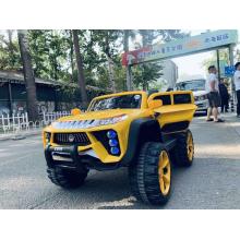 Carro elétrico de crianças amarelas