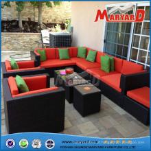 Mobília de vime confortável ao ar livre do jardim