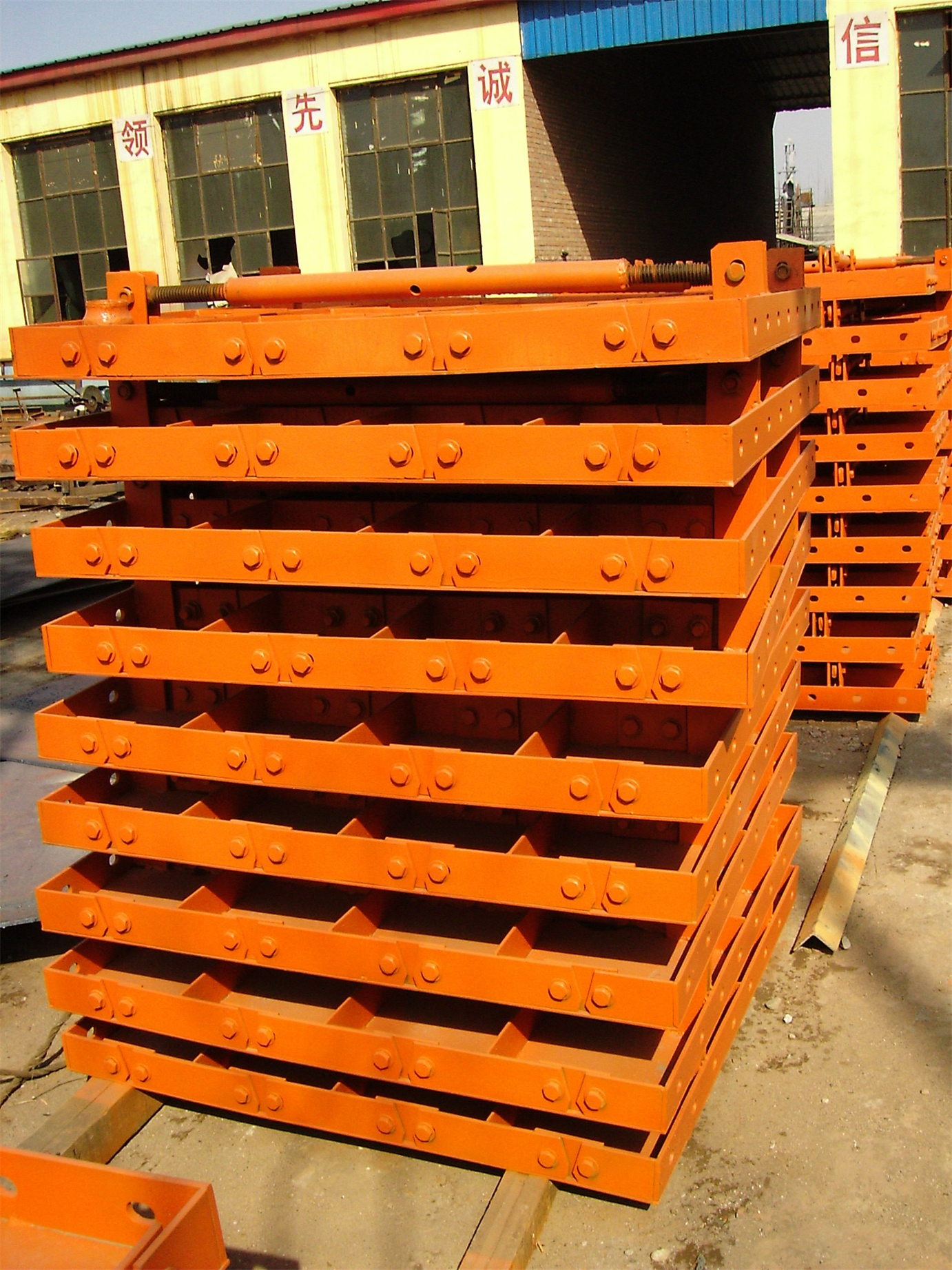 adjustable concrete formwork