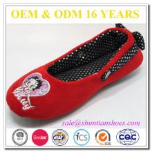 Best selling designer red closed toe flat for girl