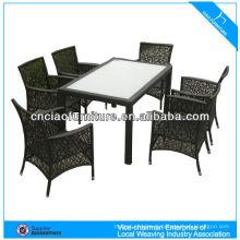Table à manger de jardin produit vert avec meubles d'extérieur en rotin chaise