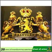 Decoración con emblema de metal dorado para exteriores