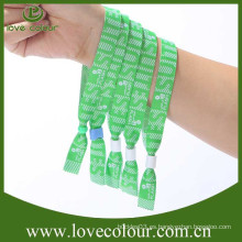 Top wristband de la tela de la venta con la insignia de encargo