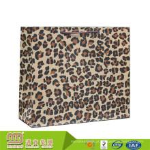 Sacos personalizados do partido do papel da cópia do leopardo de Kraft de Brown da parte alta OEM com punhos