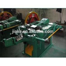 Prego de aço que faz a máquina na maquinaria do metal & da metalurgia
