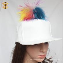 High Quality White Cap Vente en gros Custom White Leather Snapback Hat avec fourrure Pom Pom