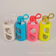 Botella de agua de vidrio de la fruta de la seguridad del lavaplatos de encargo con la manga del silicón
