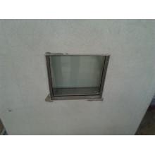 Scharniertür mit Glasfenster