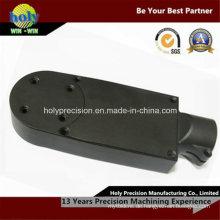 CNC-Fräsen von Kunststoffteilen mit schwarzer Farbe