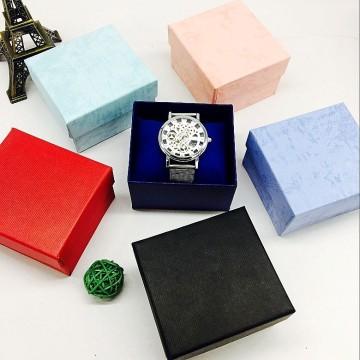 Erschwingliche Uhrenboxen aus Papier