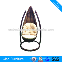 Chaise d'oscillation de rotin de meubles de jardin en plein air