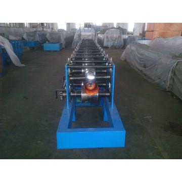 Machine de formage de rouleaux de gouttière de pluie