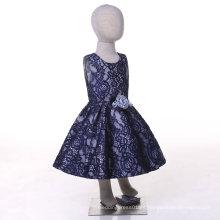 Vestido azul de la muchacha de flor del cordón