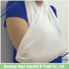 Atadura triangular médica usada para atadura de trauma