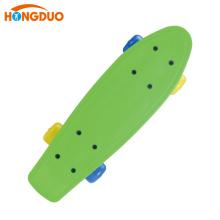 Bunte billig gute benutzerdefinierte Kunststoff Skateboard vier Räder zum Verkauf