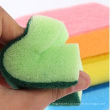 Esponja de cozinha para a limpeza do banheiro