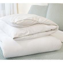 weiße unsichtbare Reißverschluss-Steppdecke / Bettbezug