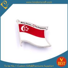 Insigne de drapeau de drapeau de Singapour pour cadeau en alliage de zinc
