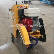 Motor a gasolina FQG-500 anda atrás da máquina de corte de concreto