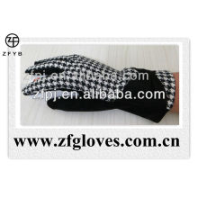 lady dress Houndstooth wool gloves in winter