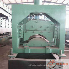 Máquina formadora de rolos de cobertura