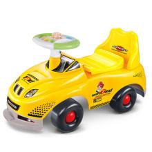 Дети едут на автомобиле автомобилей детей (H8665041)