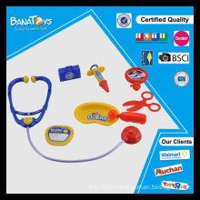 Bebé juguete médico educativo del doctor con el conjunto médico del estetoscopio