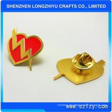 Herzförmige Metall Abzeichen Pin mit Shinny Vergoldet für günstigen Preis