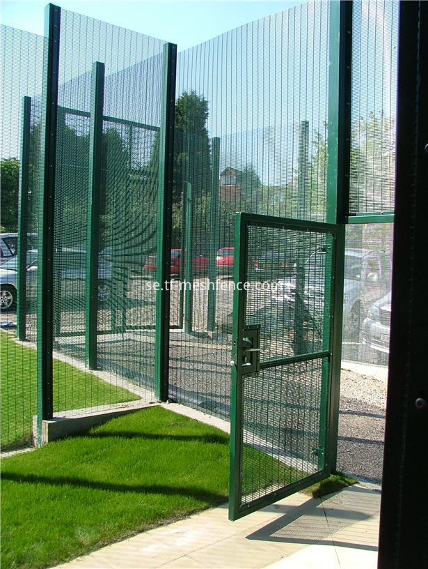 anti_climb_powder_coated_mesh_gate