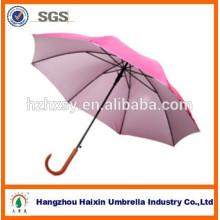Tenir le parapluie manche bois sculpté pour adulte