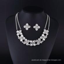 Vierblättrige Mode Strass und Kristall Silber Plating Halskette