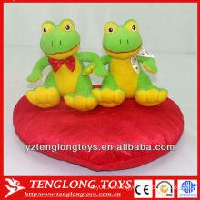 Фаршированная плюшевая игрушка лягушек для подарков к Валентине