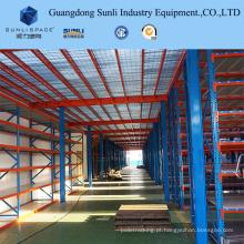 O armazenamento industrial do metal suporta o mezanino