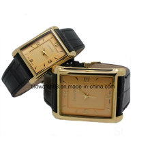 Fashion Square Case Lover Couple Watch en tono dorado
