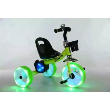 Triciclo de crianças, com rodas de luz e música